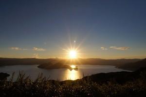 800px-130922_Lake_Toya_Toyako_Hokkaido_Japan01s5